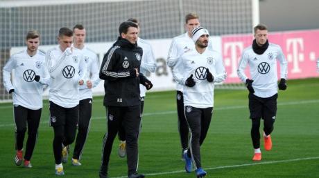 Die deutschen Nationalspieler trainieren in der Wolfsburger Arena.