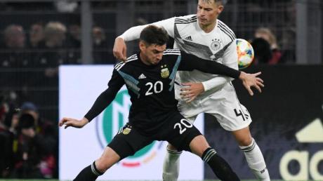 Hatte gegen Argentinien alles im Griff:DFB-Debütant Robin Koch. Foto: Bernd Thissen/dpa