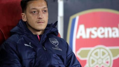Wurde vom DFB-Team zu seinem Ehrentag bedacht: Ex-Nationalspieler Mesut Özil. Foto: Nick Potts/PA Wire/dpa