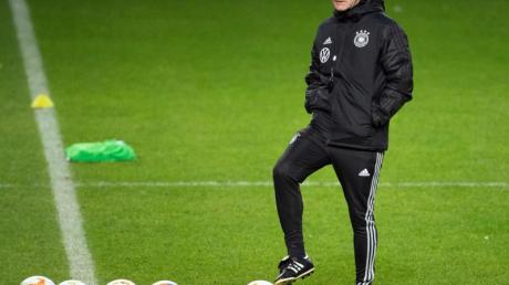 Will Mats Hummels vorerst nicht in die Nationalmannschaft zurückholen: Joachim Löw. Foto: Federico Gambarini/dpa