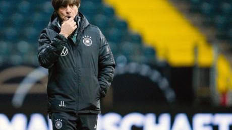 Hat bis zum 20. Dezember noch einiges mit der Nationalmannschaft vor: Bundestrainer Joachim Löw. Foto: Uwe Anspach/dpa