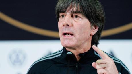 Könnte mit dem DFB-Team bei der EM 2020 unter anderem auf Island treffen: Bundestrainer Joachim Löw. Foto: Uwe Anspach/dpa