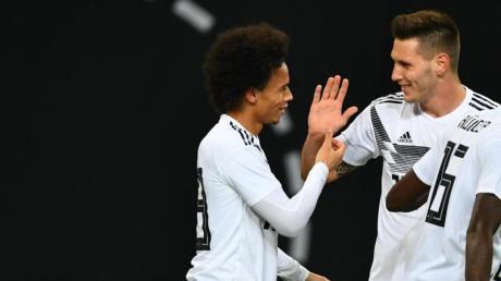 Leroy Sané (l) und Niklas Süle wollen beide zur Fußball-EM.