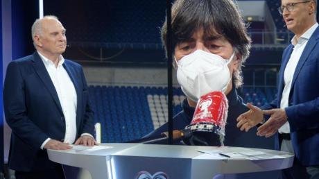 Hört als Fußballexperte für RTL wieder auf: Uli Hoeneß (l/neben Moderator Florian König).