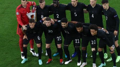 Die DFB-Elf hat im Fußball-Klassiker das Team aus England vor der Brust.
