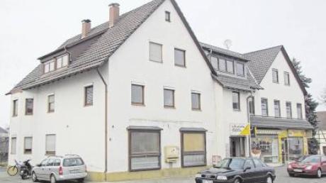 Dieses Gebäude an der Hauptstraße soll saniert werden. Außerdem ist ein Café mit Außenbestuhlung geplant.