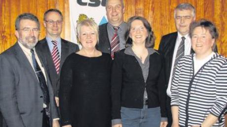 Bürgermeister Josef Walz und Kreisvorsitzender Thorsten Freudenberger begrüßen den neu formierten Vorstand des CSU-Ortsverbandes: Hildegard Mack, Anton Rupp, Denise Schlumberger, Erwin Stötter und Karin Schaich (von links).