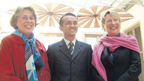 Der malaysische Konsul mit Bürgermeisterin Sabine Mayer-Dölle (re.) und Anne Zygalsen-Erler.