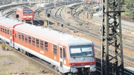 Der Bahnverkehr in der Region soll weiter ausgebaut werden. Für die Strecke Ulm – Augsburg sieht es derzeit aber eher schlecht aus.