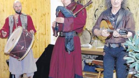 Mit gefühlvoller Mittelaltermusik zog die Gruppe Sentiendi das Publikum auf der Vagantenbühne der alten Roggenschenke in ihren Bann.