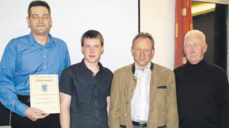 Ralf Junginger, Manuel Weigand (einer der beiden neuen Jugendleiter), Peter Eisenlauer und Karl Bruckmaier (von links).