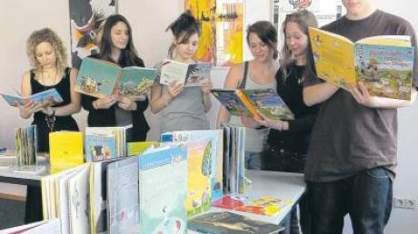 Im ersten Stock der Fachschule für Sozialpädagogik (siehe unser Bild) ist angerichtet – ab Sonntag tummeln sich hier Leseratten aller Altersklassen.