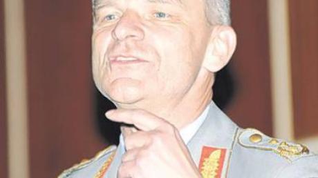 Generalleutnant Markus Bentler im Vortrag.