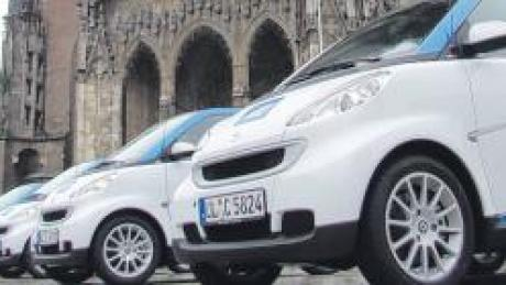 Die weiß-blauen Car2go-Flitzer sollen jetzt auch als touristisches Angebot genutzt werden können.