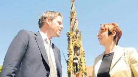Der neue Citymanager Henning Krone und seine Vorgängerin Anna-Maria Dietz gestern vor dem Ulmer Fischkastenbrunnen.