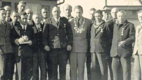 Aus dem Vereinsalbum: ein Foto vom Königsschießen im Jahr 1954.