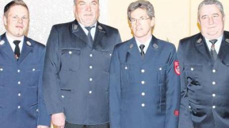 Die Feuerwehr ehrte verdiente Mitglieder (von links): Kommandant Mario Mack, Wolfgang Wall, Johann Mack und Ottmar Weggenmann.