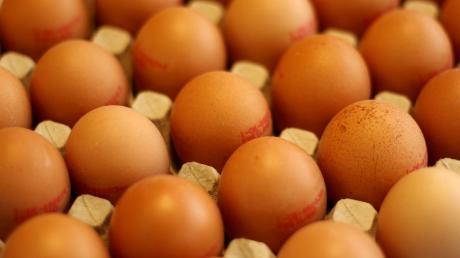 Mit Eiern haben Unbekannte die Kirchwand in Aufheim beworfen.