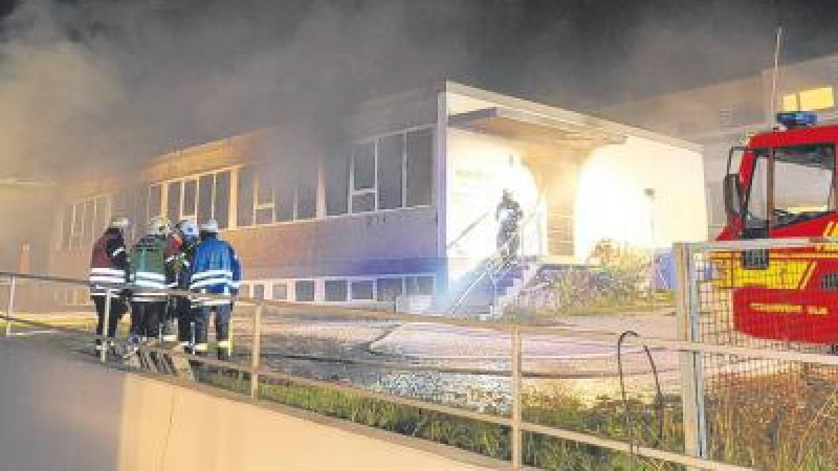 ulm brandstiftung schreinerei geht in flammen auf nachrichten neu ulm augsburger allgemeine. Black Bedroom Furniture Sets. Home Design Ideas