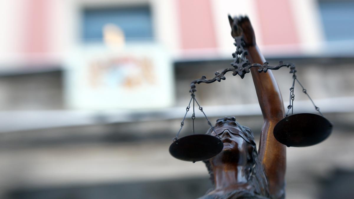 Prozess in Augsburg: Sex-Bekanntschaft soll 74-Jährigen
