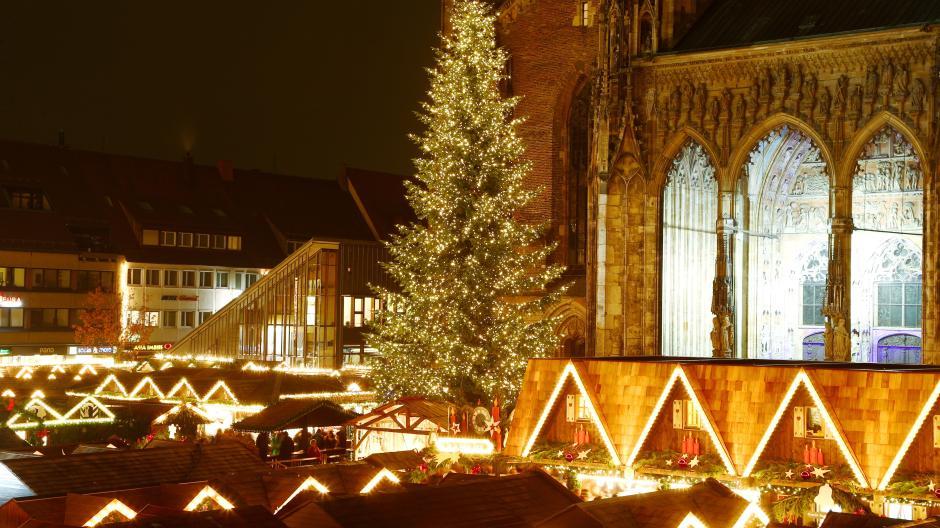 Ulm: Weihnachtsbaum mit 18000 Lichtern - Nachrichten Neu-Ulm ...
