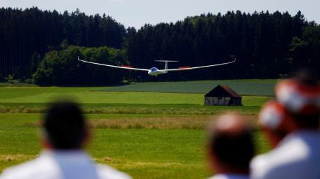 Am Wochenende zeigen über 100 Modellflugzeug-Piloten aus ganz Europa ihre Bau- und Flugkünste auf dem Flugplatz in Oberhausen.