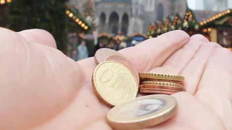 Eine Bettlerin hat in Senden versucht, einer alten Frau Geld zu stehlen. (Symbolbild)