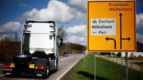 Bei einem Transportunternehmen im Industriegebiet Eschach ist am Freitagmorgen ein Lkw entladen worden