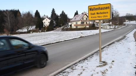 In Wallenhausen ist der Anhalter in das Auto der 20-Jährigen eingestiegen. In Biberberg stieg er wieder aus, nachdem er sie mit einem Küchenmesser und Tabletten bedroht hatte.