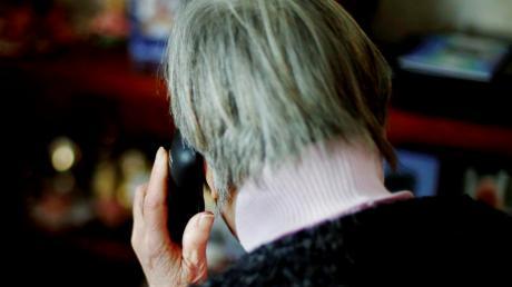 Immer wieder versuchen Betrüger, über das Telefon an persönliche Daten zu kommen. Senioren werden sehr häufig kontaktiert.