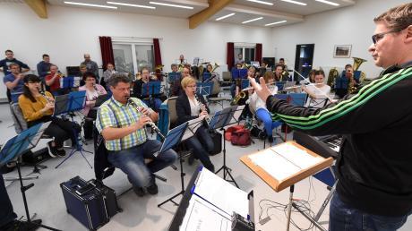 Die Musiker der Trachtenkapelle Nersingen-Leibi bei einer der letzten Proben vor dem großen Jubiläumskonzert am heutigen Samstag.