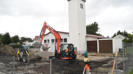 Bei der Feuerwehr in Leibi wird eine neue Stahlhalle gebaut.