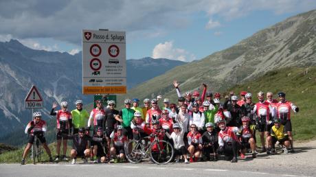 Der 2115 Meter hohe Splügenpass in der Schweiz war der sportliche Höhepunkt der diesjährigen Tour der Peri-Radsportgruppe. Sie führte in vier Tagen von Weißenhorn nach Basiano bei Mailand, wo der Schalungs- und Gerüsthersteller eine Niederlassung hat.