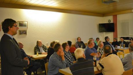 Bürgermeister Raphael Bögge sprach bei der letzten Bürgerversammlung in diesem Jahr auch über den Bahnhof.