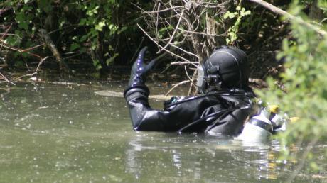 Polizeitaucher haben eine skelettierte Leiche aus dem Starnberger See geborgen.