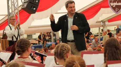 Es klappt auch als Aushilfsdirigent: Markus Söder und das Jugendblasorchester Bibertal.