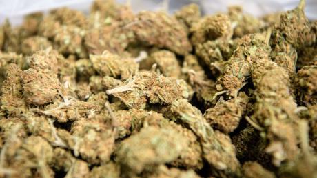 Fahnder haben in Griechenland mehrere Tonnen Cannabis in einem Schiff gefunden, das sie ein Jahr lang auseinander nahmen.