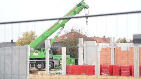 Die Bauarbeiten für die neuen Supermärkte auf der Hasenwiese gehen voran. Doch sie liegen nicht mehr im ursprünglich vorgesehenen Zeitplan.