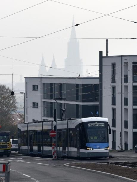 Premiere Jungfernfahrt Auf Der Neuen Straßenbahnlinie 2