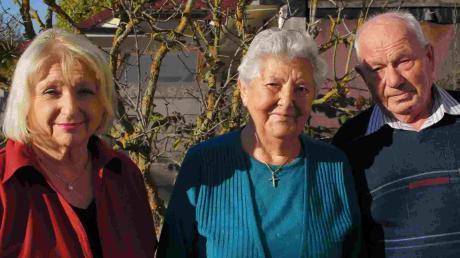 Rosl Schäufele (links) gratulierte Marzelina und Peter Wilhelm zum 60. Hochzeitstag.