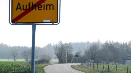 Der Weg von der Holderstraße in Aufheim Richtung Grundweg ist nur für Fahrten zum Wertstoffhof und Waldfriedhof offen. Anwohner sagen, dass ihn viele verbotenerweise nutzen – und das mit zu hoher Geschwindigkeit.