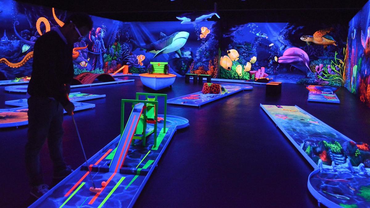 Senden: Eine Partie Minigolf im Neon-Meer - Nachrichten
