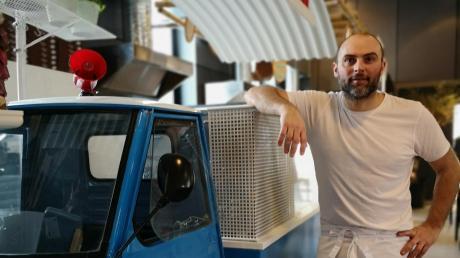 Mit dem italienischen Kleintransporter Ape als Teil des neuen Portico: Francesco Contino serviert Pizza und Pasta, wie es in seiner früheren Heimatstadt Neapel üblich ist.