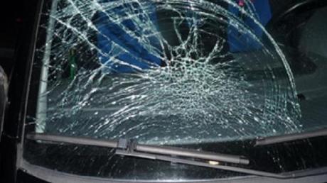 Am Wochenende gab es im Landkreis Neu-Ulm mehrere Unfälle wegen Eisplatten und nicht frei gekratzten Transportern.