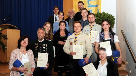 Die stolzen Geehrten: Bürgermeister Raphael Bögge hat auf dem Neujahrsempfang insgesamt 14 Sendener Bürger für ihre Leistungen im sozialen, sportlichen und kulturellen Bereich ausgezeichnet.