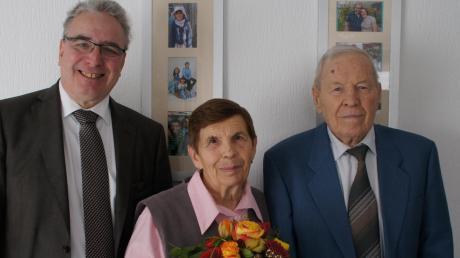 OB Gerold Noerenberg gratulierte Elvira und Erwin Siegler.