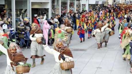 """Fest in der Hand der Hästräger war die Ulmer Innenstadt. 132 Gruppen haben sich zum """"Ulmzug"""" auf den Weg gemacht."""