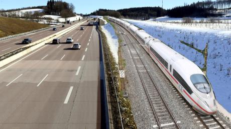 So könnte es aussehen, wenn bei Zusmarshausen die Schnellbahnstrecke entlang der Autobahn verläuft.