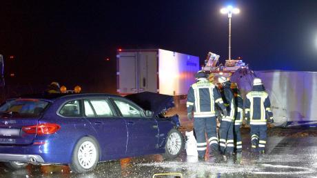 Auf der A8 bei Dornstadt stießen ein Ford, ein BMW und ein Wohnmobil zusammen.