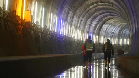 Der Albabstiegstunnel ist ein etwa 5.940 m langer Eisenbahntunnel der Neubaustrecke Wendlingen–Ulm zwischen Dornstadt und Ulm. Der Tunnel besteht aus zwei eingleisigen Tunnelröhren.